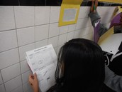 Fourth graders in Brie McArthur's doing a hallway walkabout and reading