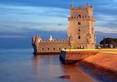 Португалец, тот влюблен в свой портовый Лиссабон.