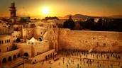 """מה שמייחד את ירושלים בתור עיר בירה הוא שהיא הייתה הרבה זמן עיר בירה, לאורך הדורות עוד מימי התנ""""ך ושיש לנו הרבה מוסדות ציבור ייחודיים האופיינים לעיר בירה."""