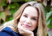 Emmy har bott i världsstäder som Moskva, Wien och London.