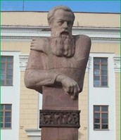 Памятник П.П. Бажову (скульптор – Л. Кружалова)