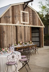 30 minutes from Healdsburg is your perfect rural wedding venue.