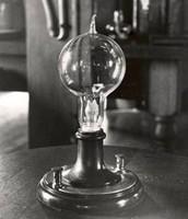 long lasting light bulb bye Thomas Edison