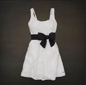 el vestido cuestan cien pesos