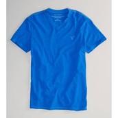 La camiseta de azul cuesta $10.