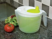 Spin n Store Salad Spinner £3