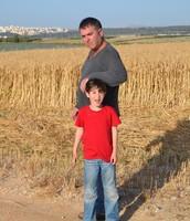 בשדה חיטה עם אבא