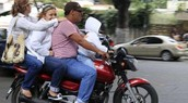No uso de cascos, poniendo en riesgo cada vida.