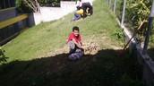 Terminando de excavar.