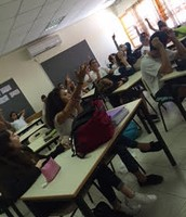 תמונה של ילדי הכיתה משתתפים+ קישור לסרטון