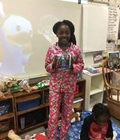Praise with her Frozen gift!
