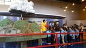 Niños aprendiendo del ecosistema.