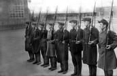 Ополченцы на московском заводе им. Серго Орджоникидзе. 1941 г.