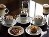Open every day from 8:00 am to 11 pm, take a minute of your time to try a delicious coffee.