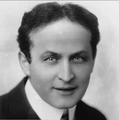 A self portrait picture of Harry Houdini.