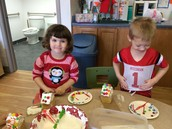 Decorating Gingerbread Houses!