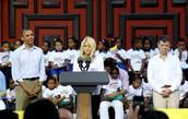 Shakira con el Fundacíon ALAS