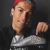Juega como extremo en el Real Madrid Club de Fútbol, de la Primera División de España