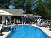 NEiL & Regina's lovely salt water pool & hot tub