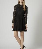 los la marca  Topshop se sólo un color negro vestido. $100- cien dólares