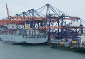 Grote schepen en hoge kademuren