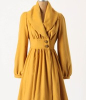 The sloppy shoulder style was not a new style. Molyneux had used this style in 1941. They used this with a loose raglan sleeves of this flowing yellow coat.