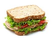 Un sandwich avec de la viande