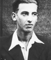 """דוד הורוביץ , חבר תנועת """"עקיבא"""", בהכשרה בז'יבייץ . צולם ב - 1938.(ארכיון בית לוחמי הגטאות)"""