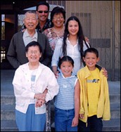 Li Keng and her husband Roger with their children and grandchildren in 2001!