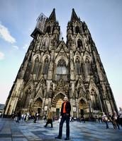 Cuando era joven visitaba Koln Germany.