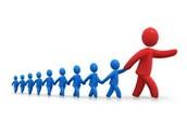 שאלה 1 - מאפיינים הנדרשים לאדם כדי שיוכר כמנהיג
