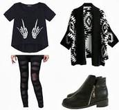 Esqueleto negro camisa,blanco y negro tribal chaqueta,negros botas,y jeans