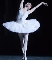 راقصة تمثل الاميرة أوديت
