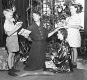 Eleanor Roosevelt With Underprivileged Kids