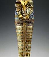 Tutankamon non sartzen zuten.