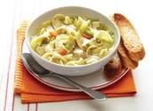 La sopa de pollo y fideos