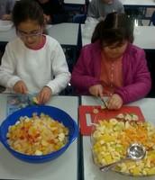מכינים סלט פירות