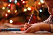 Los niños les escriben una carta a los Reyes Magos.