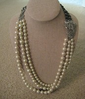 Daisy Pearl Necklace $40