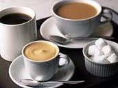Tee und gemalene Kaffee