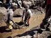עבדות ילדים ילדים עובדים במחצבה בקונגו