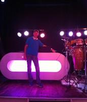 DJ Niek, in oktober reist hij af naar Bonaire nu eerst het goudgele zand van Oranje Buiten voorzien van lekkere beats (80's/90's/00's & latin)