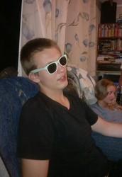 Johann sieht gut in den Sonnenbrillen aus!