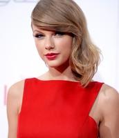 Taylor Swift and Amanda