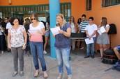 אבישג מלחי , אורית בבלי ואירית מגל מברכות את תלמידי בית הספר בטקס פתיחת שנת הלימודים