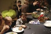 19.00 - 21.00 - Kolacja Wigilijna - Wspólny Stół - gotują KUCHNIA JOGI - Artur i Mallika Szumscy