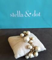 SOLD Daphne Pearl Bracelet - $20