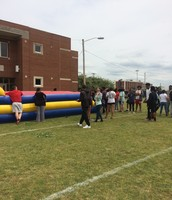 Sophomores and Juniors enjoyed a great day outside with snacks and fun!