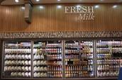 2. Yo fui al supermercado Harris Teeter y compré la leche.