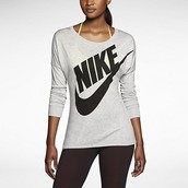 camisa para mujer Nike, $40 dólares.